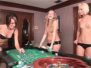 universitarias borrachas jugando strip poker